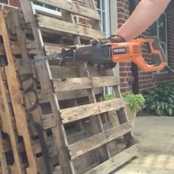 Corded and cordless reciprocating saws for pallets